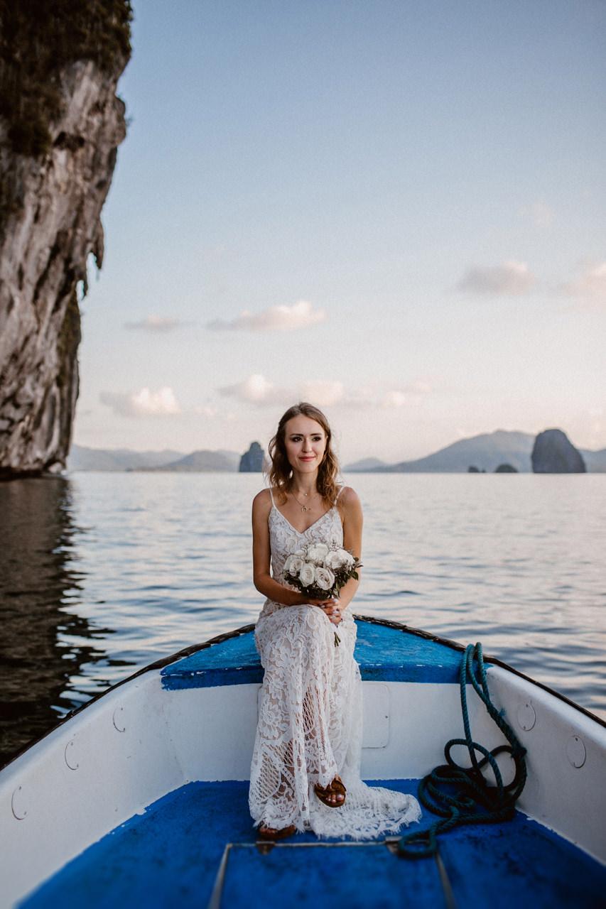 Pani młoda w drodze na ślub plenerowy Filipiny
