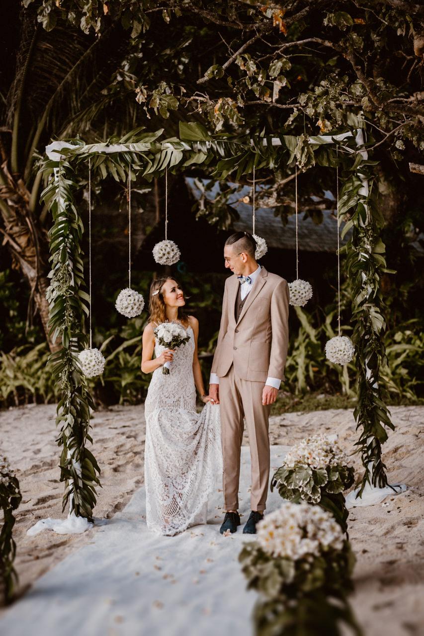 Pani Młoda i Pan Młody i ich ślub plenerowych na Filipinach