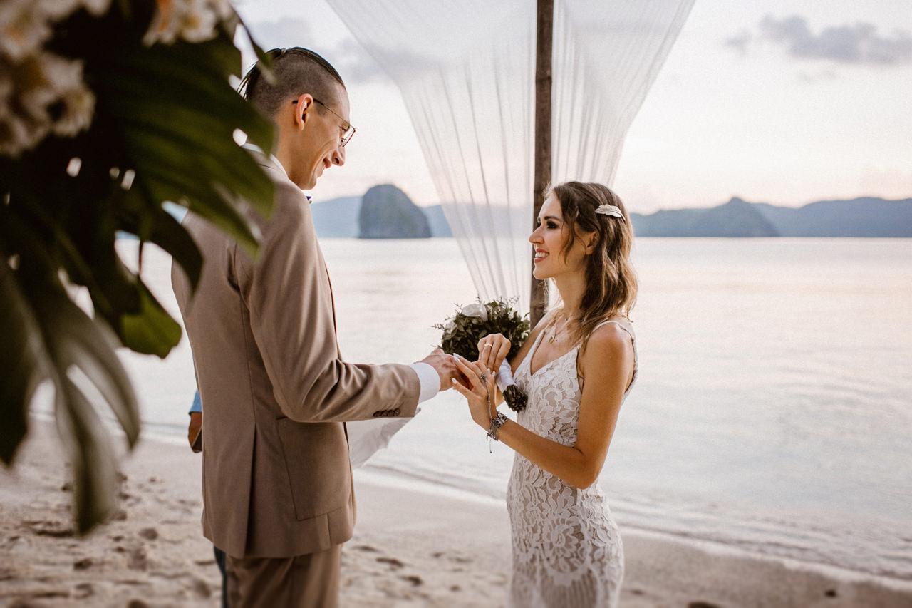 Fotografia ślubna na tropikalnej wyspie na Filipinach