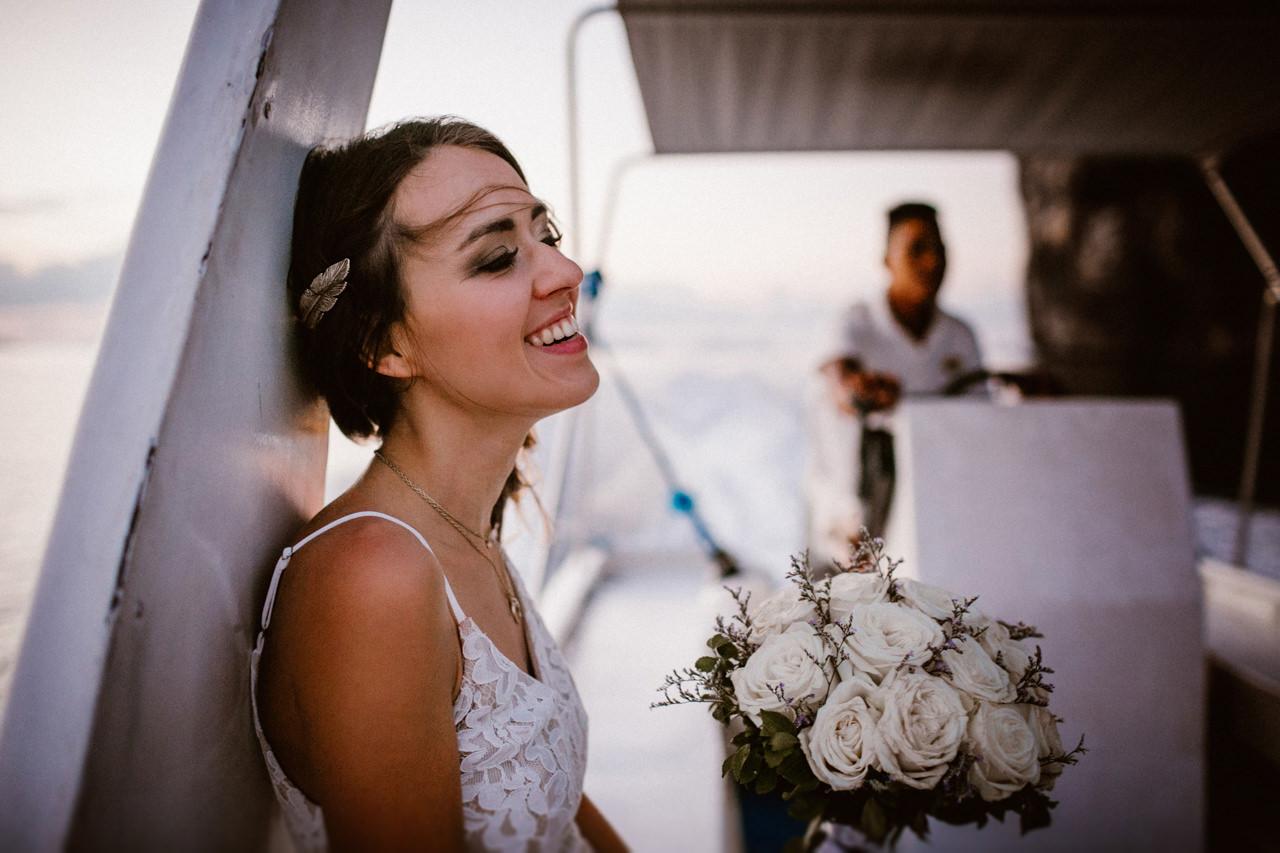 Pani Młoda z bukietem ślubny na Filipinach