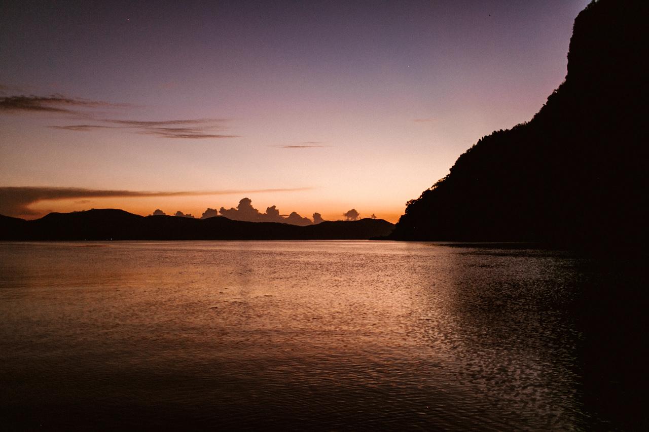 Zatoka na Filipinach o zachodzie słońca
