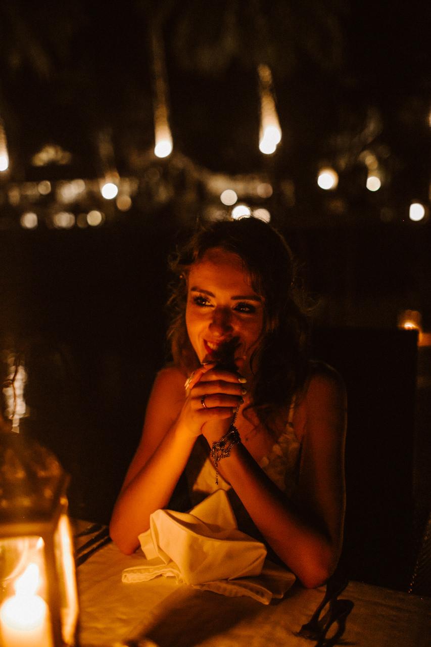 Miniomki Pani Młoda na romantycznej kolacji na Filipinach