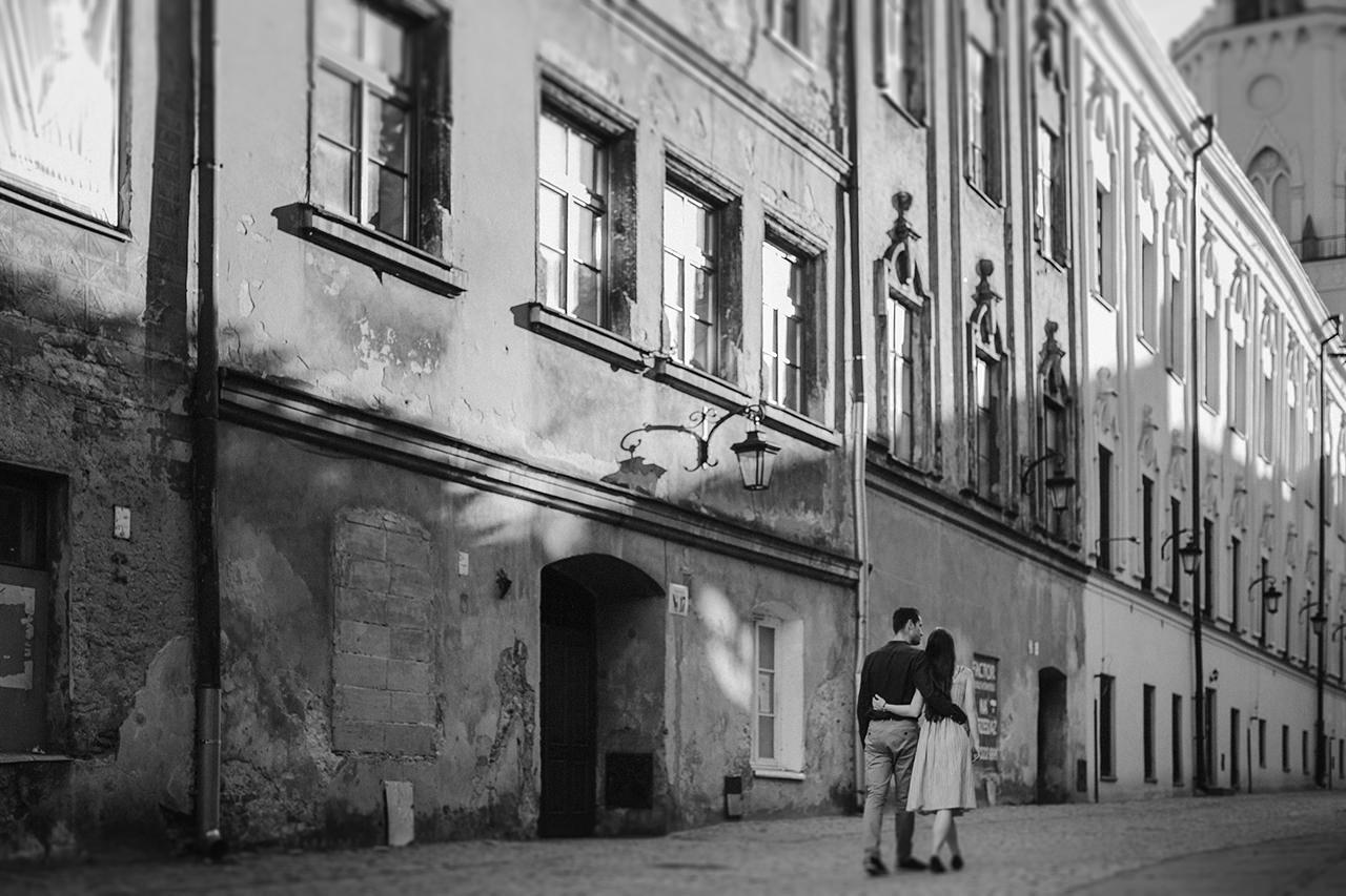 Paulina i Tomek - sesja narzeczeńska na Starym Mieście w Lublinie 7