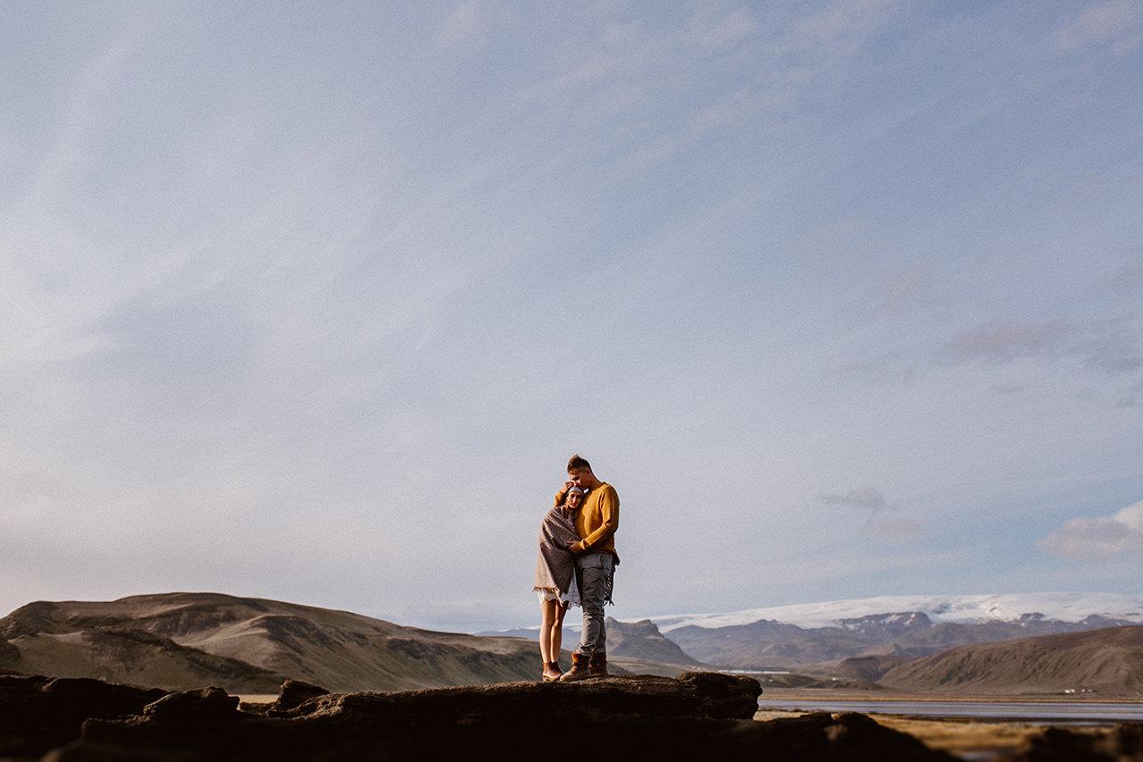 Fotograf na sesji plenerowej na Islandii z Marysią i Michałem