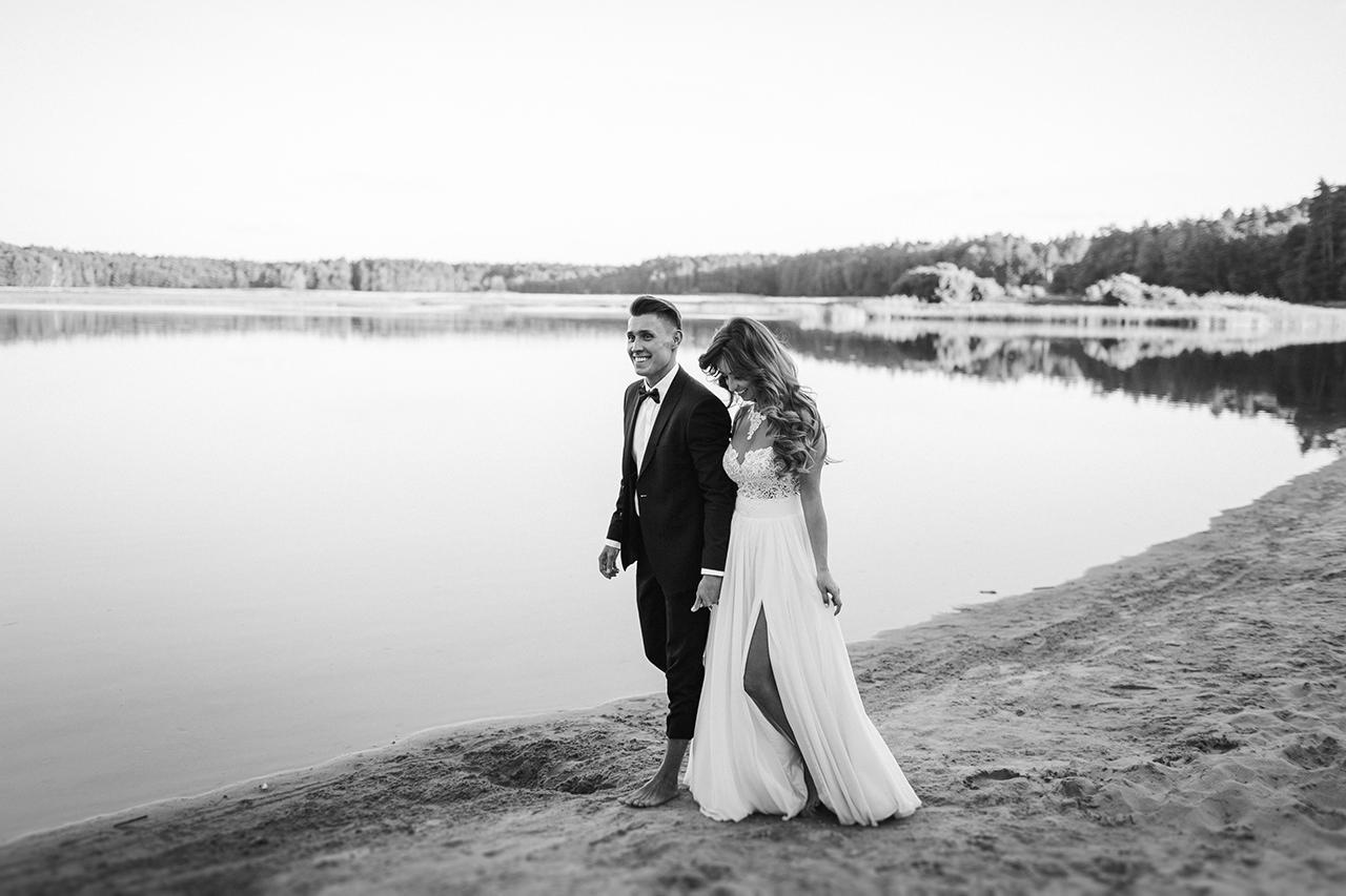 Styloly z mężem na sesji ślubnej plenerowej na plaży