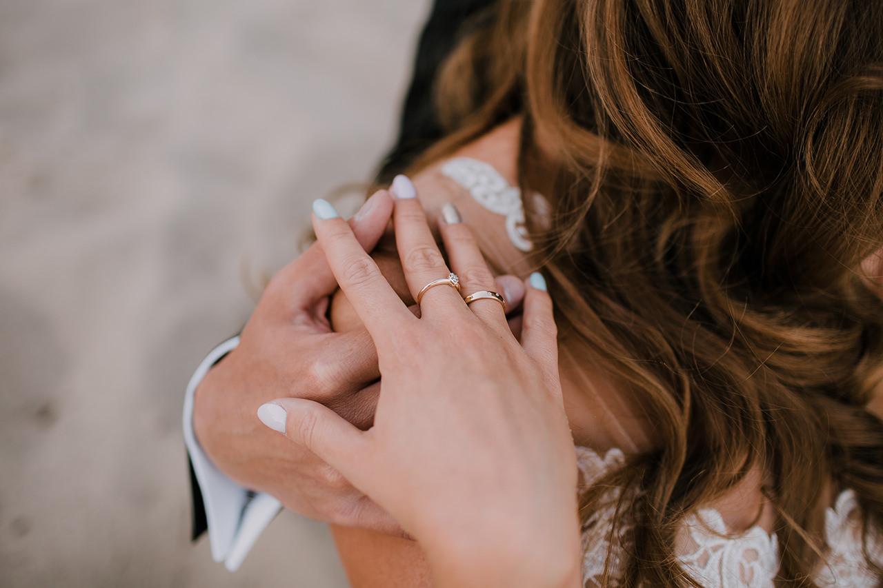 Styloly i jej ślubne obrączki