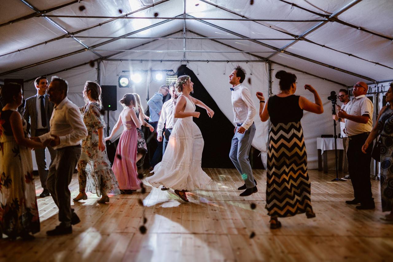 Ślub plenerowy w Łubinowych Wzgórzach 34